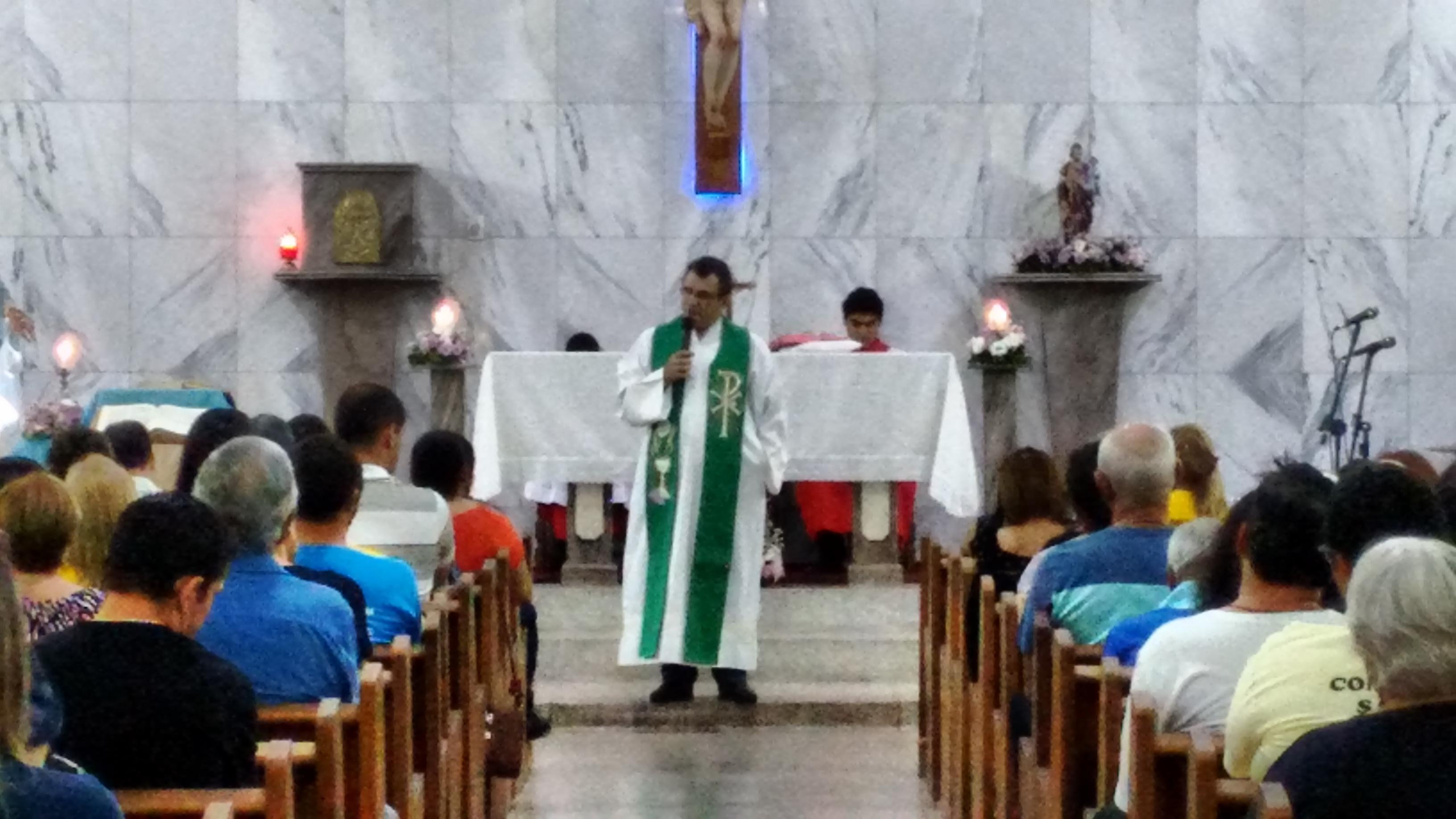 Santa missa com o Pe. Ferdinando Mancilio, C.Ss.R. na Paróquia Nossa Senhora das Graças em Pindamonhangaba