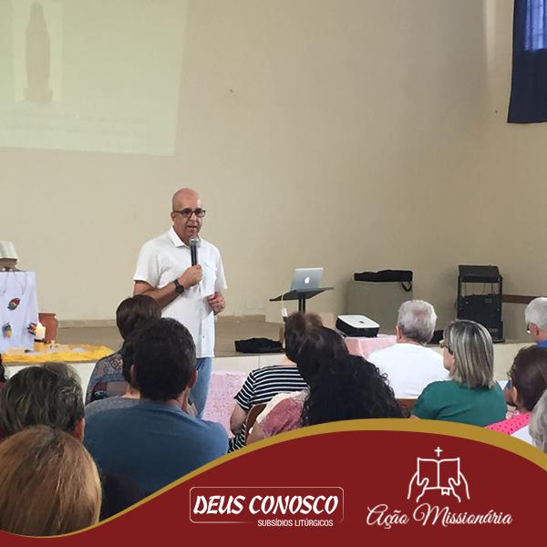 Padre Mauro Vilela, C.Ss.R., ministrando a formação sobre Nossa Senhora Aparecida